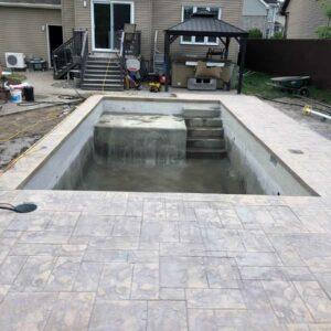 Fabrication de piscine creusée en béton